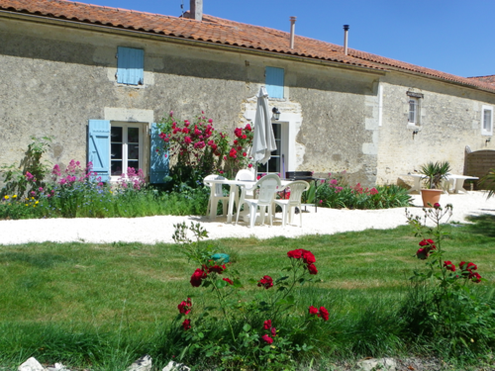 Newly Renovated Gite Near Surgères in Charente Maritime - Les Rosiers
