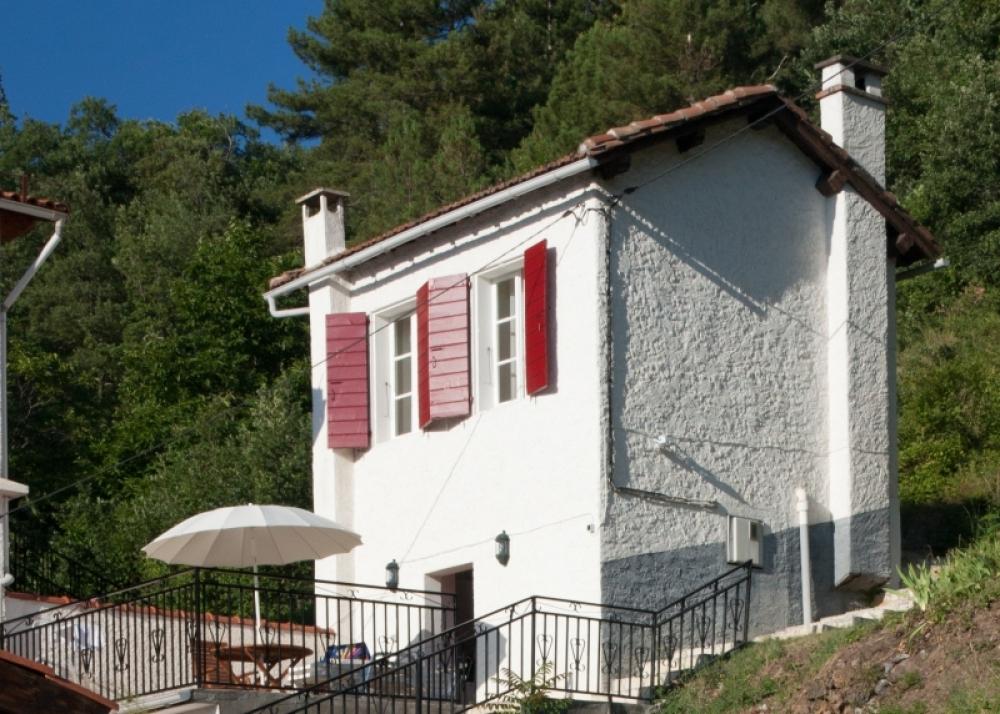 Superb Character Gite with Lovely Swimming pool and Mountain Views, Pyrenees, France - Le Petit Gite