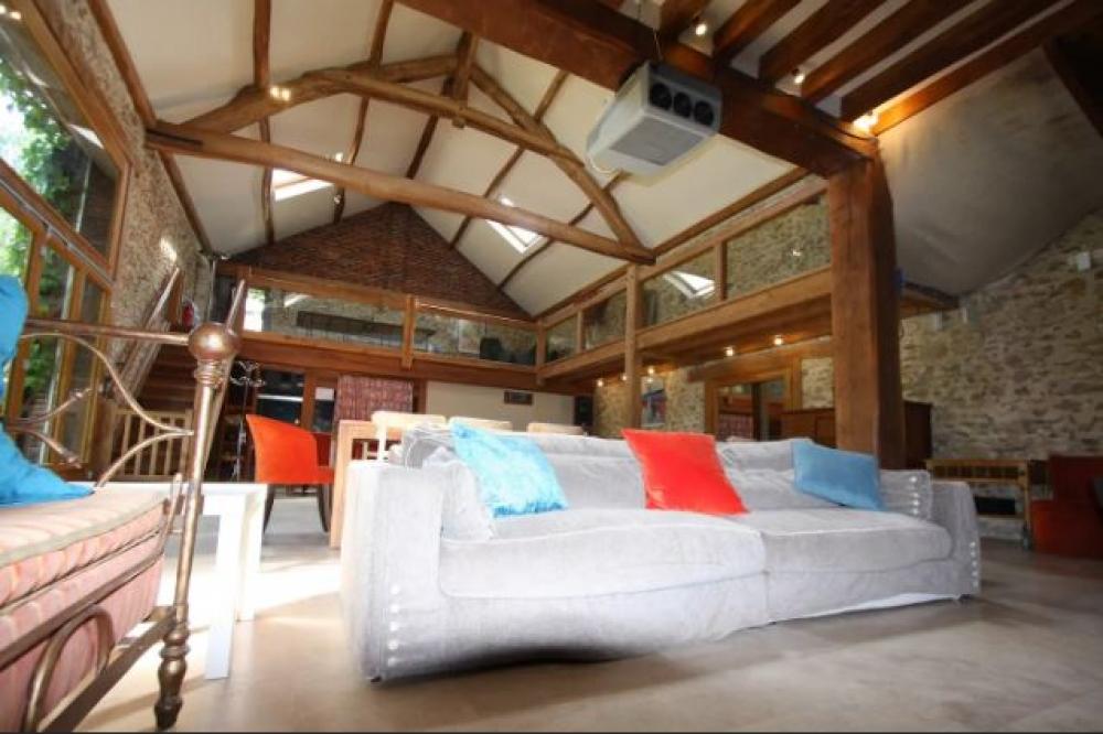 Luxury Barn with Home Cinema, Pool & Tennis in La Boissière-École, Paris Versailles