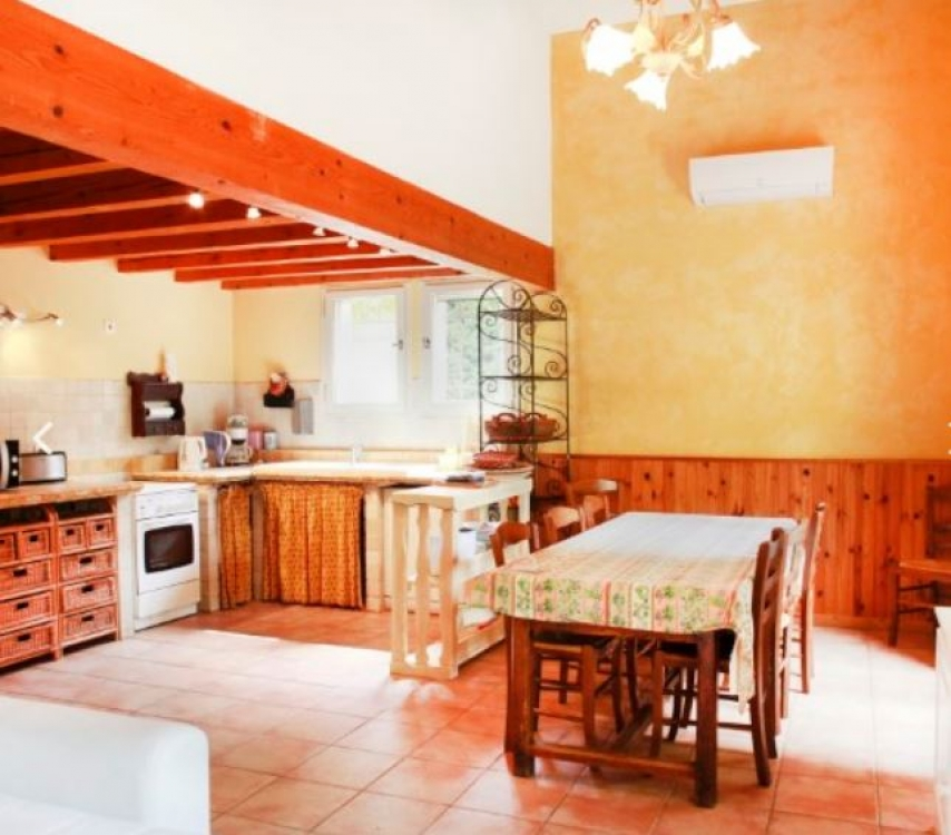 Beautiful Single Storey House in Fourques near Arles, Provence - Cezanne