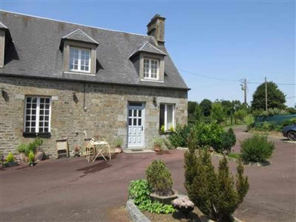 Charming Cottage in Coulouvray-Boisbenatre, Manche, Normandy - Camellia Cottage