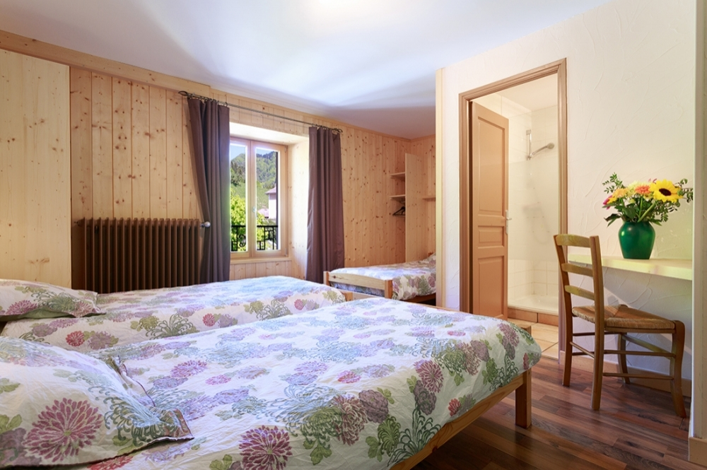 Lovely Guest House in Saint-Pierre d'Entremont, Isere - Auberge Herbe Tendre