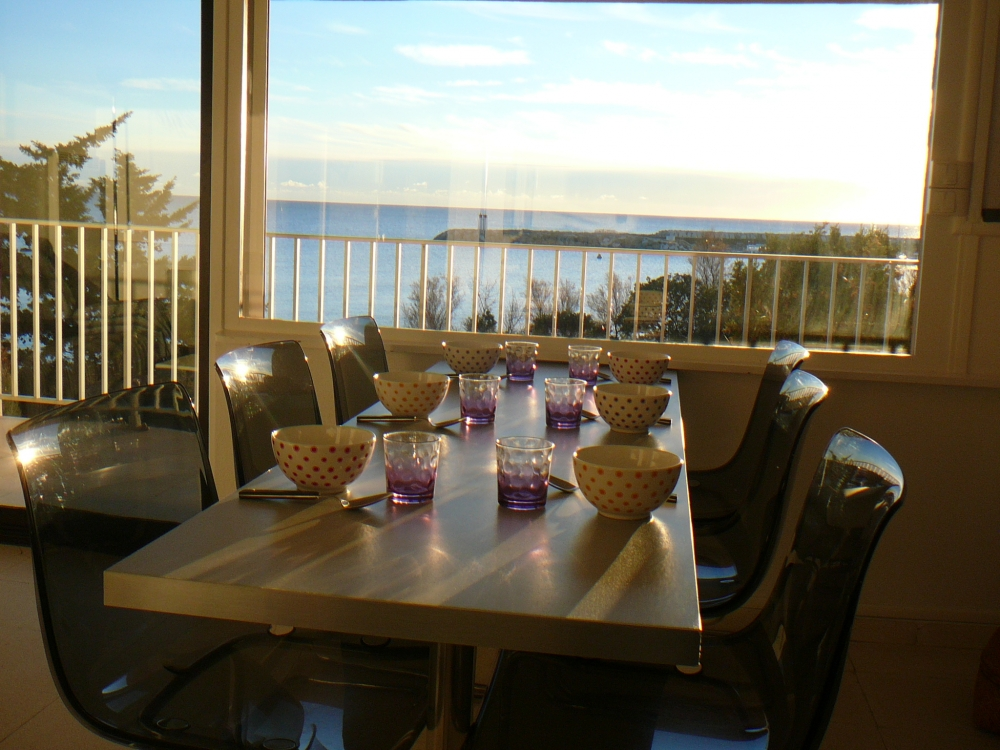 The Beautiful apartment The Park - T3 Sea view and Feet in the water- Wifi In Var For 5 people