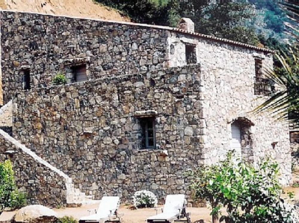 LUXURY 260M² HOUSE IN OLD STONES WITH HEATED POOL, AIR CONDITIONNING, NEAR CALVI