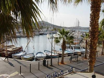 Self Catering Holiday Apartment to rent Sanary-sur-Mer in Var, Cote d'Azur