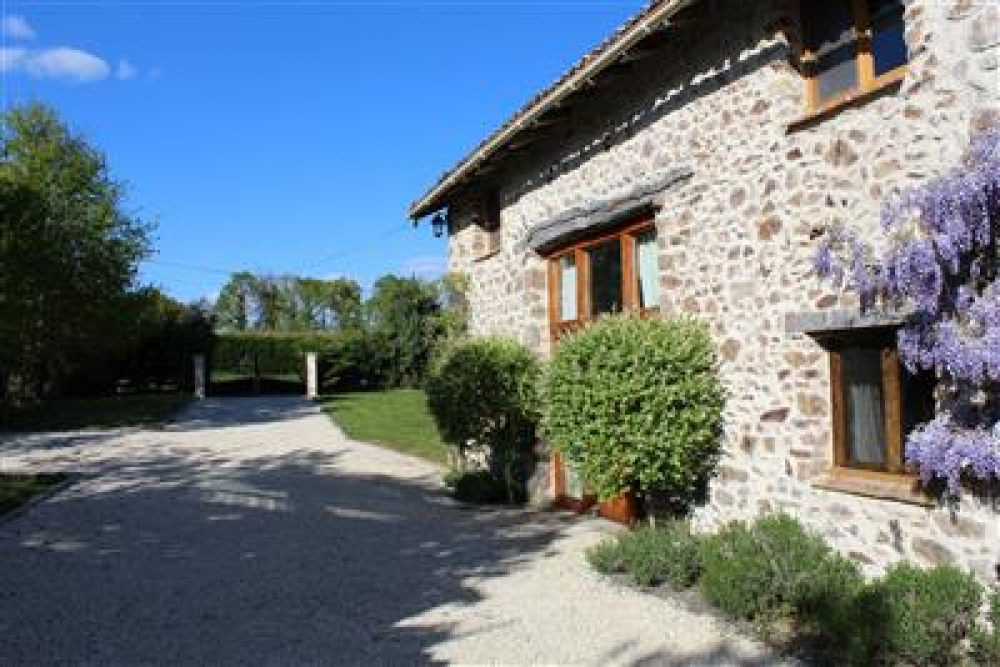 3 Bedroom, Stunning House in Charente, on the Outskirts of Chabanais - La Grange