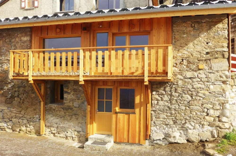 Magnificent 2 Bedroom Mountain Cottage in Sardonne, Oz, Isere
