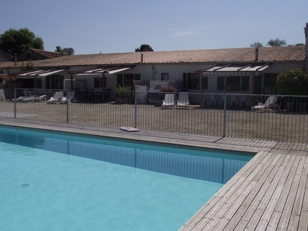 Beautiful Holiday Cottage with Heated Pool in Gibourne, Charente-Maritime  - LA CHARRUE