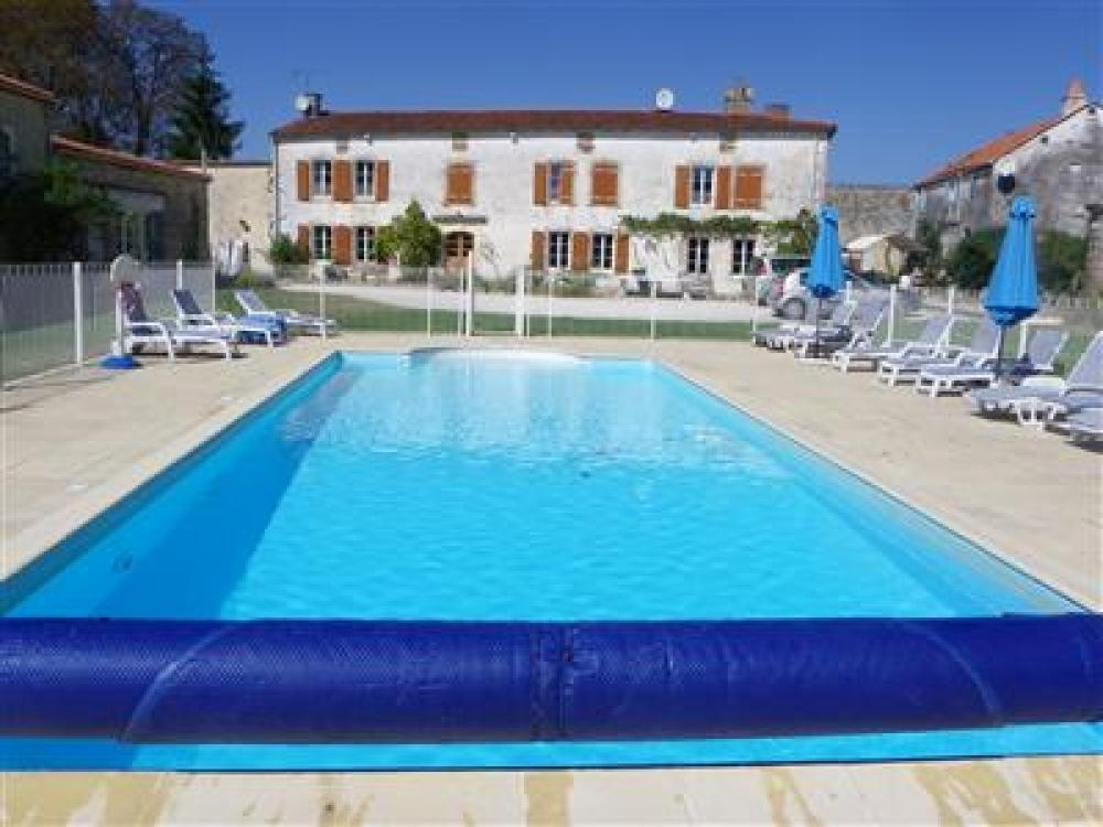 Charente-Maritime 4 Bedroom Gite with Pool, Near Surgères - La Grange