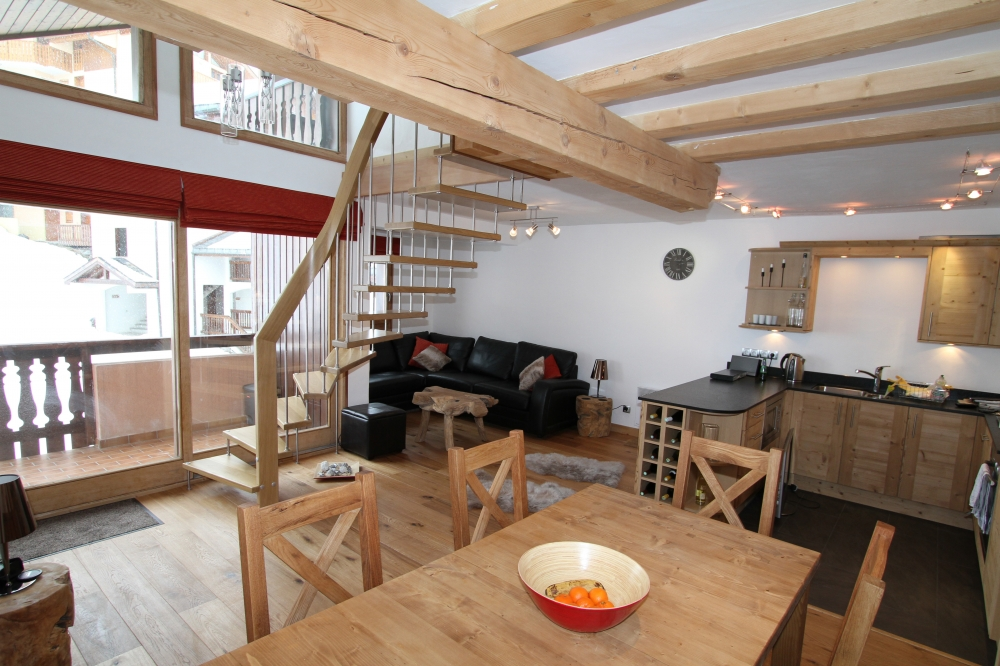 Ski in / Ski out 6 bed apartment in 3 Valleys