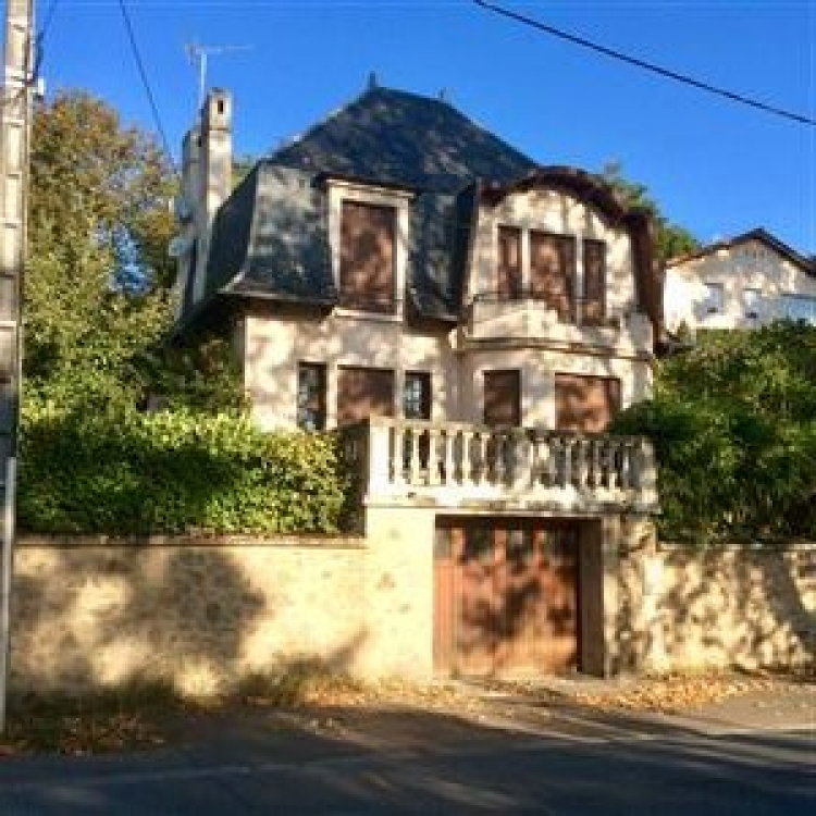 Beautiful Riverside Holiday Home in Confolens, Charente