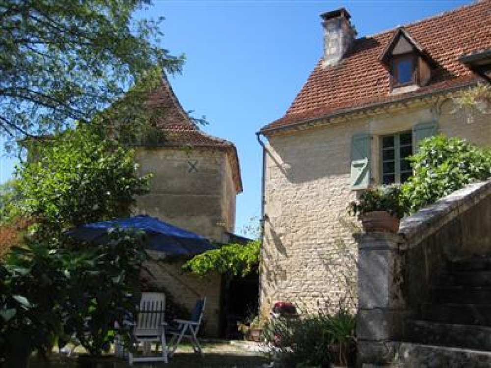 18th Century 2 Bedroom Village House With A Pigeonnier in Lot, Orniac