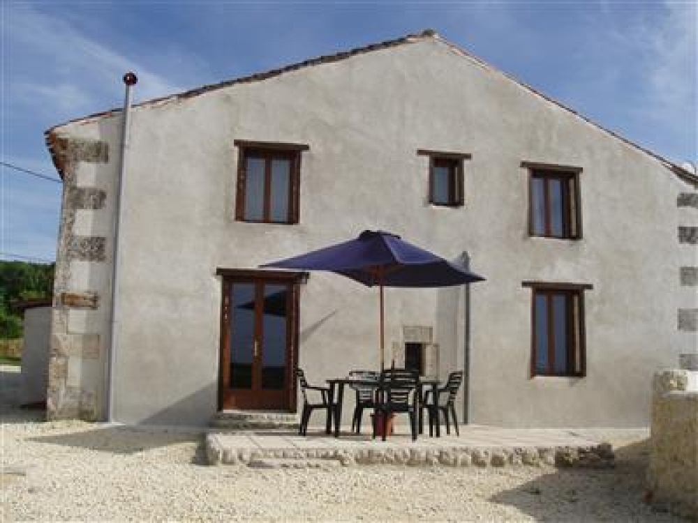 Lovely 2 Bedroom Holiday Gite in Chavenat, Charente - La Sittelle