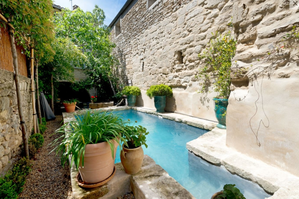 Spacious Apartment Set in a Holiday Home in Uzes, Near Place aux Herbes - Chez Vous