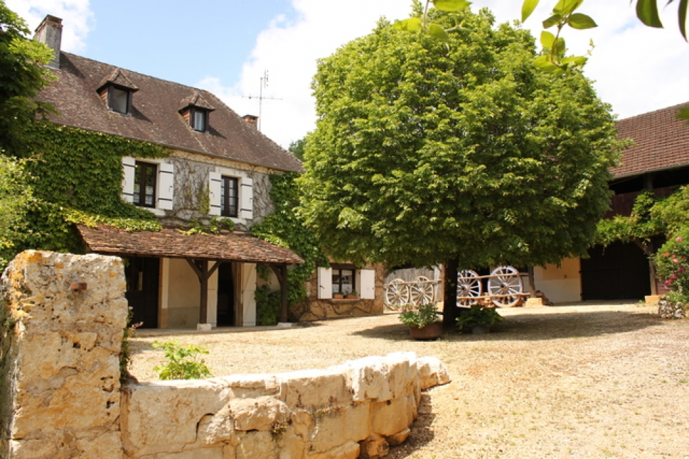 Charming 200-Year-Old Traditional Perigord Farmhouse - La Chataigne