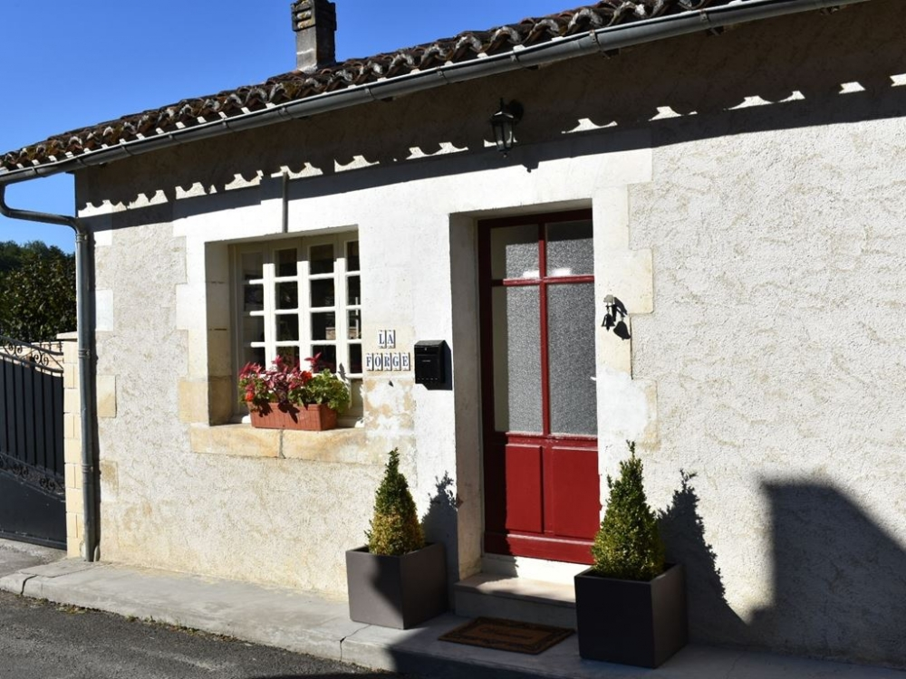 Self Catering Cottage to Rent in Charente, Near Aubeterre-sur-Dronne - La Forge