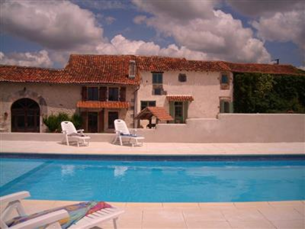 Comfortable Family Gites With panoramic views in Charente - Le Verdier