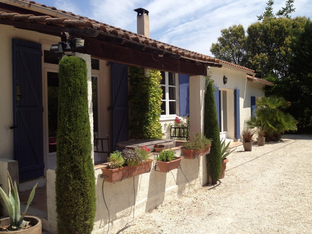 Beautiful Holiday Cottage in La Galine, 3 km From Saint-Remy-De-Provence - La Maison Blanche