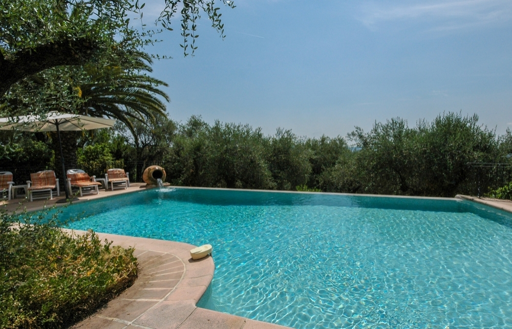 Villa with Fab views , pool , 4 airconditioned bedrooms , short walk to Grasse , nr Cannes , Valbonne , Airport