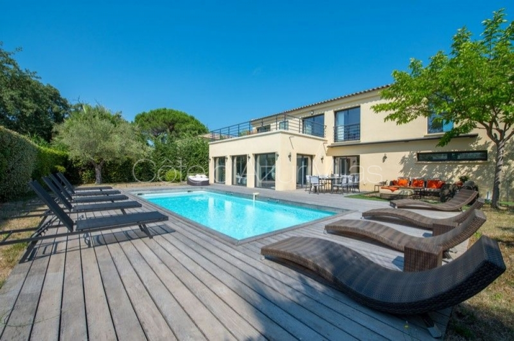 4 bedroom Modern Villa walking distance to Bouillabaisse beach