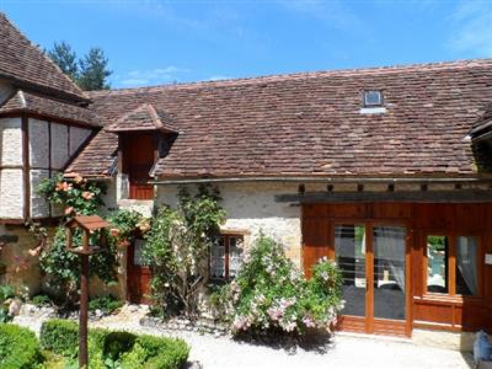 Lovely Rose Covered Cottage in the Heart of The Perigord Noir, Dordogne - Maison Neuve