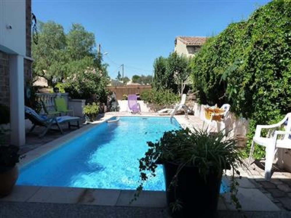 Self Catering Holiday Apartment With Garden And Pool in Roquebrune - Le Pigeonnier