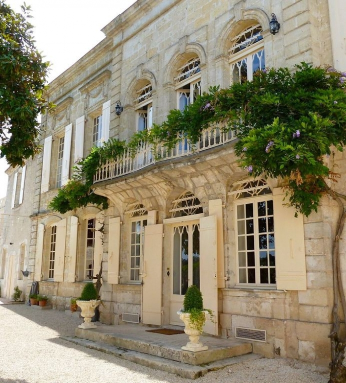 Beautiful Riverfront Mansion in Port Sainte Foy, Dordogne