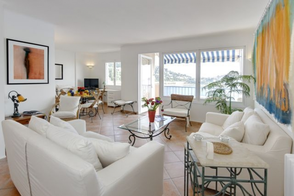 Apartment Close to the Beach in Villefranche Sur Mer, Large terrace and Stunning views