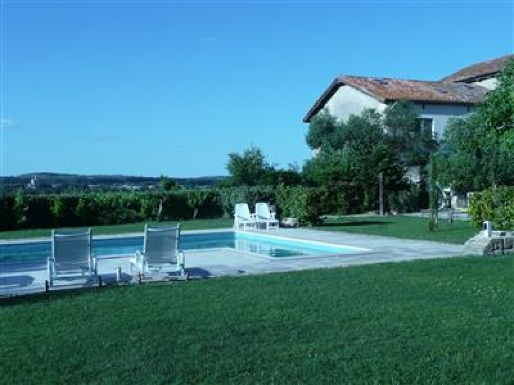 4 Bedroom Holiday Home with Private Pool Near Capestang, Herault, South of France