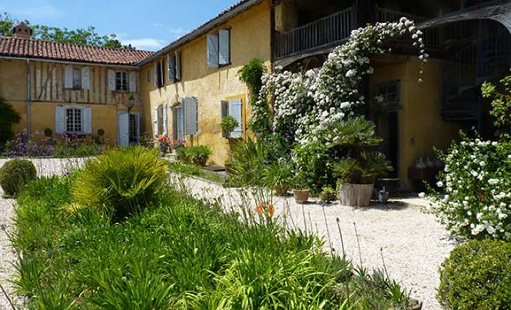 Beautifully restored Farmhouse with lovely sheltered courtyard garden - Hourtiquet - a Simply Gascony property - Available this winter