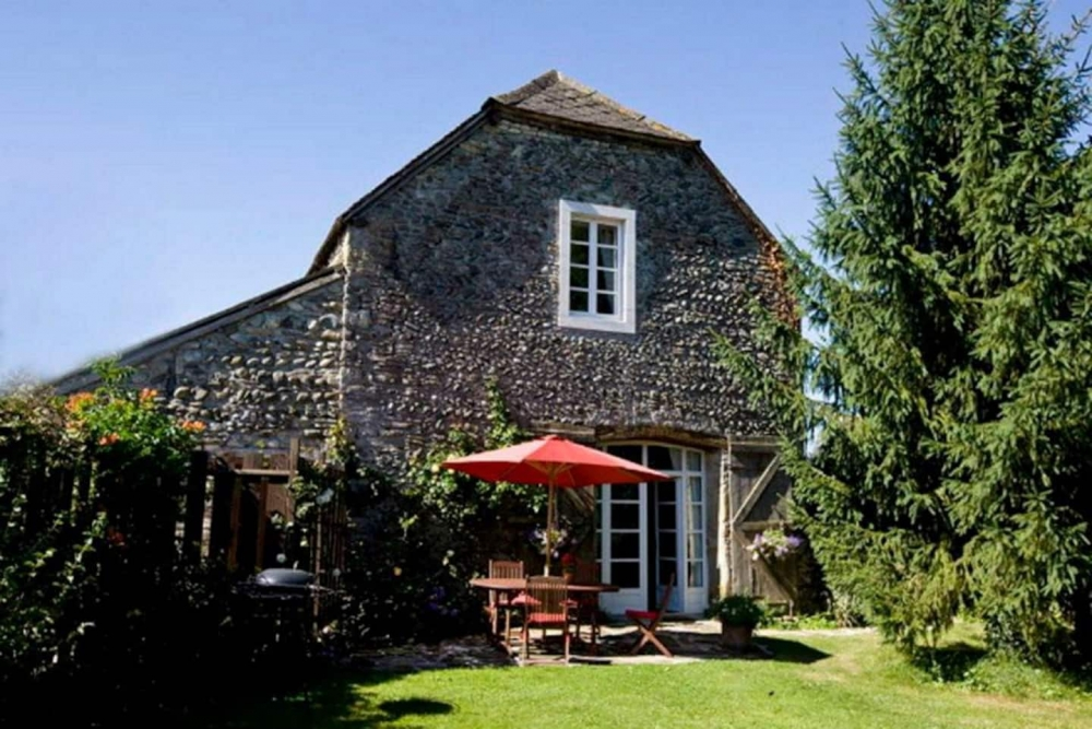 Lovely Converted Barn House with Swimming Pool in Prechacq-Josbaig, Near the Pyrenees