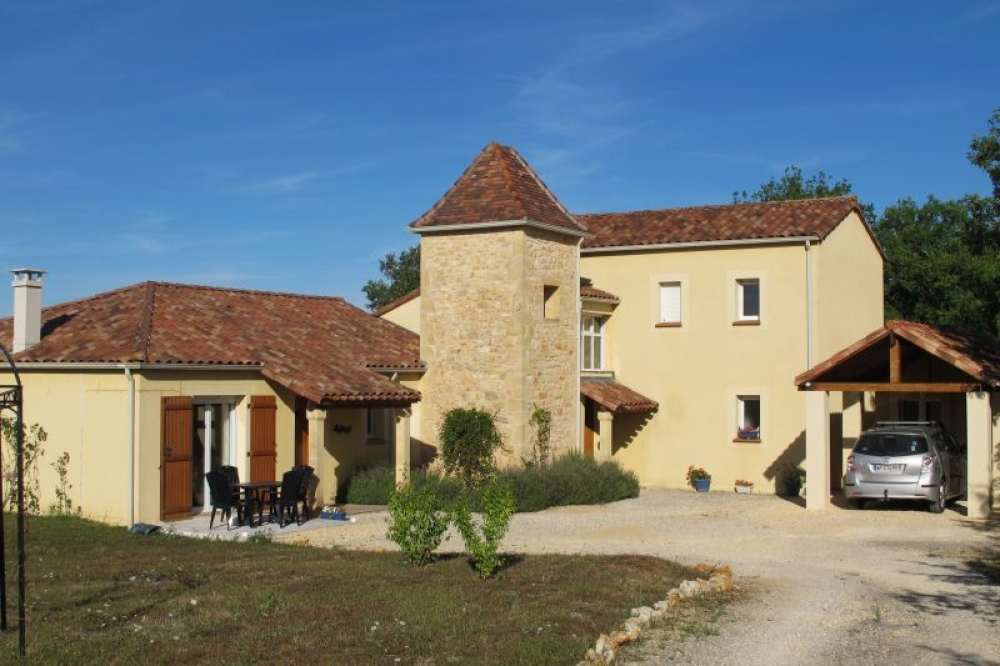 Attractive House with Stunning views and Private Swimming Pool, Dordogne - Dragon Vert
