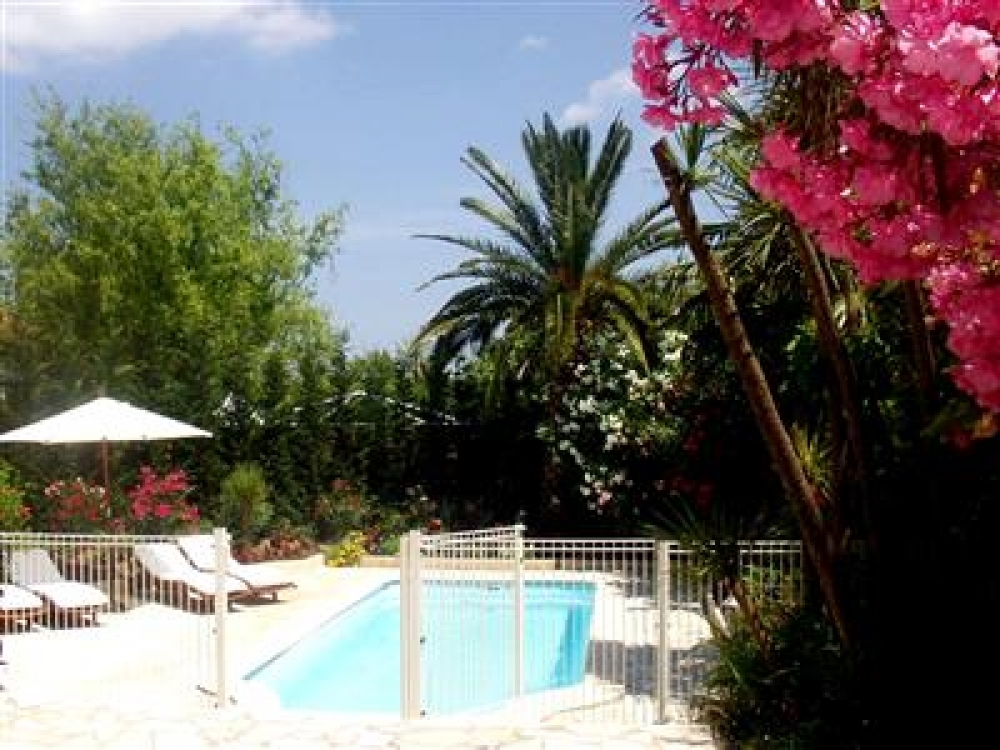 Cogolin Family House with Private Pool - Situated Near St Tropez, 20 Minutes to Famous Beaches