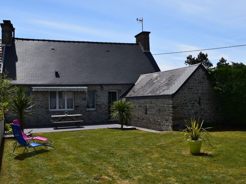 Holiday House with Beautiful Views for 6 People in Manche - La Cale