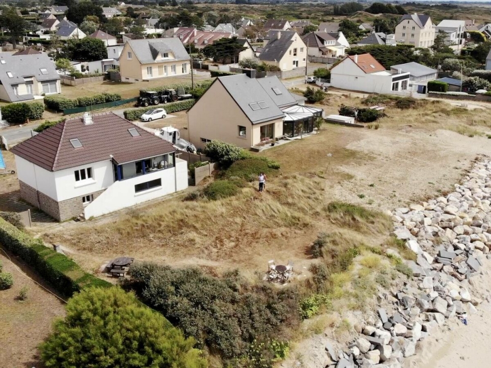 Holiday House Set directly on Denneville Beach, Manche, Normandy - The Beach House