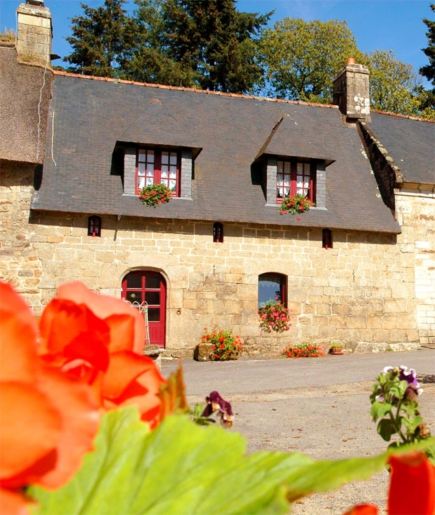 Self Catering Holiday House with Heated Pool in Morbihan, Near Baud, Brittany - Le Puits 2
