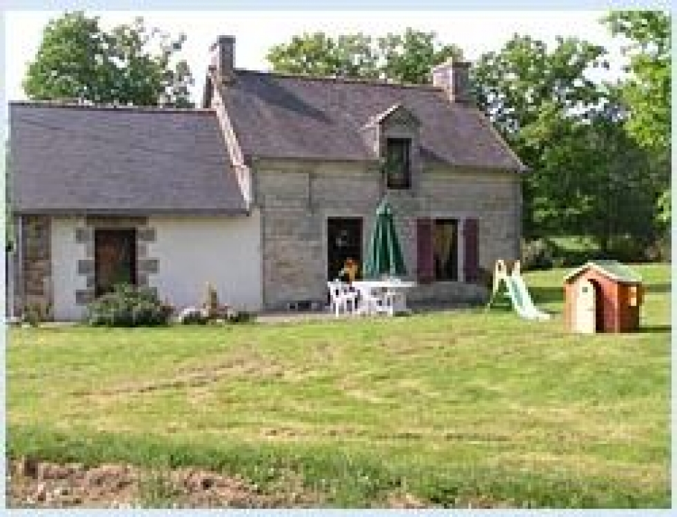 Lovely Holiday Cottage with Heated Pool in Brittany, Near Baud - La Dependance