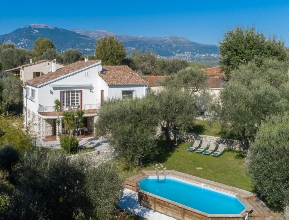 Newly Renovated Villa with Private Pool and Gym, Located Near Valbonne and Nice