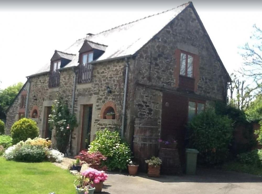 Breton Barn Conversion with Heated Pool And WIFI - Near Jugon Les Lacs, Cotes d`Armor