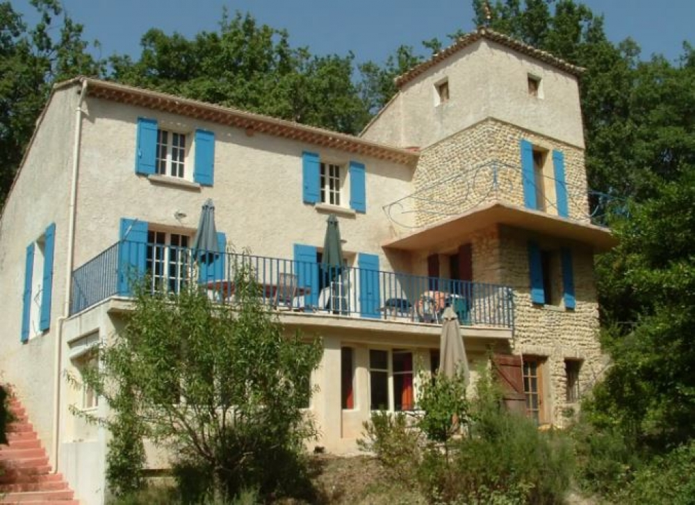 Cosy Apartment with Pool in the Heart of Provence, Close to Vaison-la-Romaine and Avignon