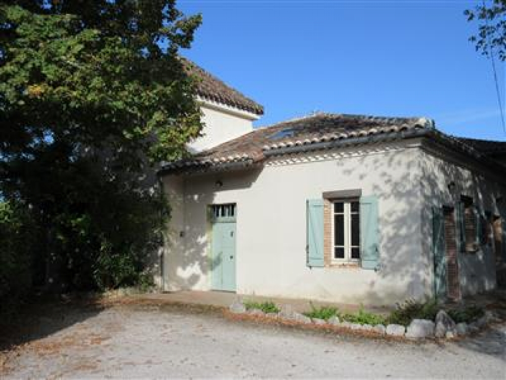 Beautiful spacious farmhouse with large private pool near Moissac, Tarn-et-Garonne