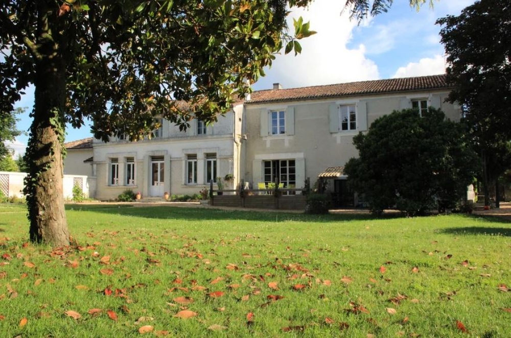 5 Beautiful Guest Rooms Set in An old Charentaise House - Champniers, Charente