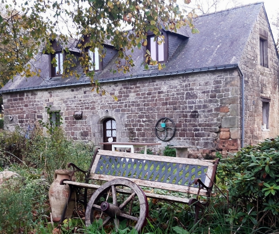 Holiday Cottage With Heated Swimming Pool Near Langoelan, Morbihan - Chestnut Cottage