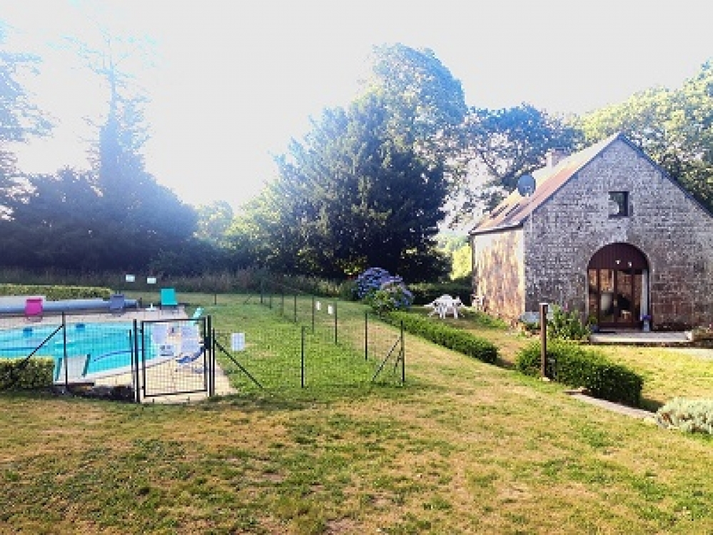Brittany Holiday Cottage With Heated Swimming Pool Near Langoelan - Granary Cottage