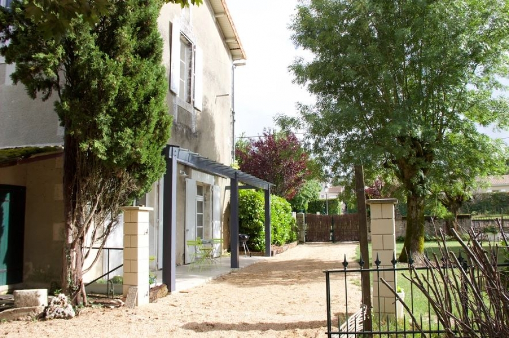 Charming Gite with Heated Swimming Pool in Champniers, Charente