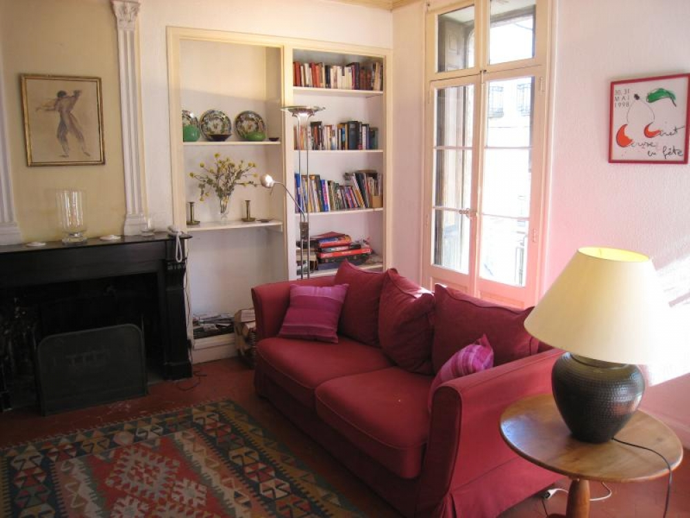 Spacious, classic French 2 bedroom apartment quietly located in the heart of Céret Pyrénées Orientales