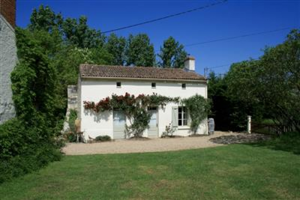 Orchard Cottage - 3 Bedroom Cottage with Swimming Pool in Deux-Sevres, Poitou-Charentes