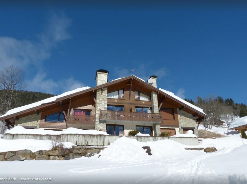 La Clusaz Ski Apartment, South Facing with Superb Mountain Views