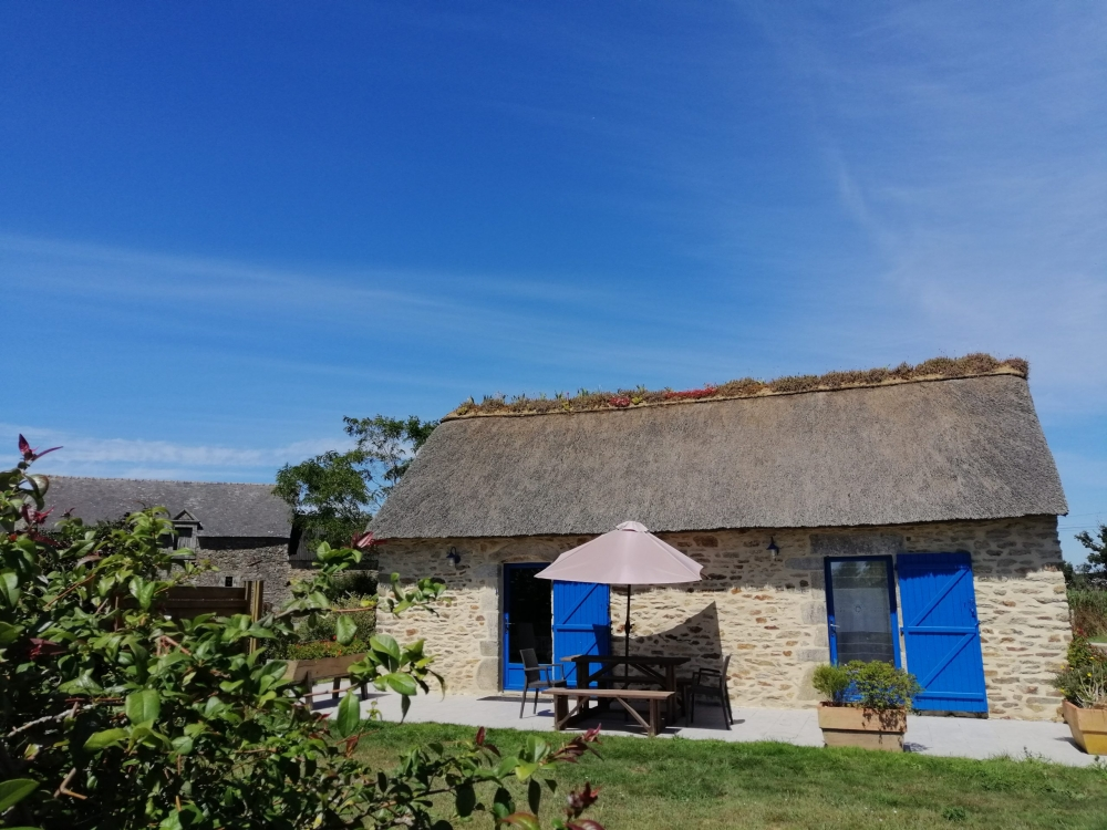 Holiday Cottage with Heated Swimming Pool in Ambon - South Brittany - La Chaumiere