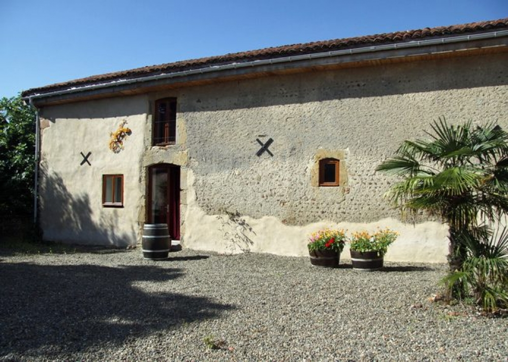 Self Catering Gite with Pool in the Heart of Gascony, Hautes Pyrenees - Le Pigionaire